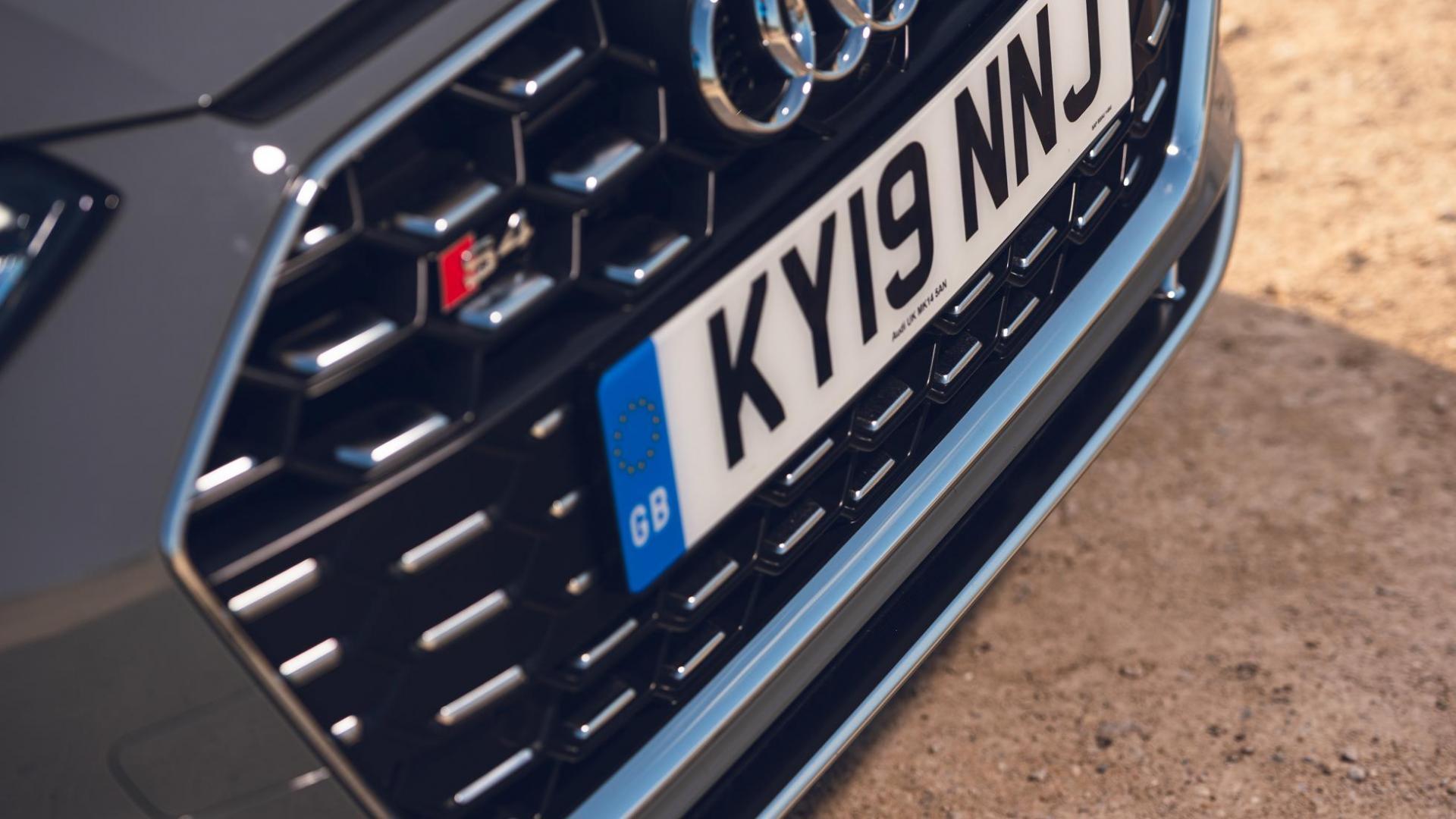 Audi S4 Avant 3.0 TDI Quattro detail grille