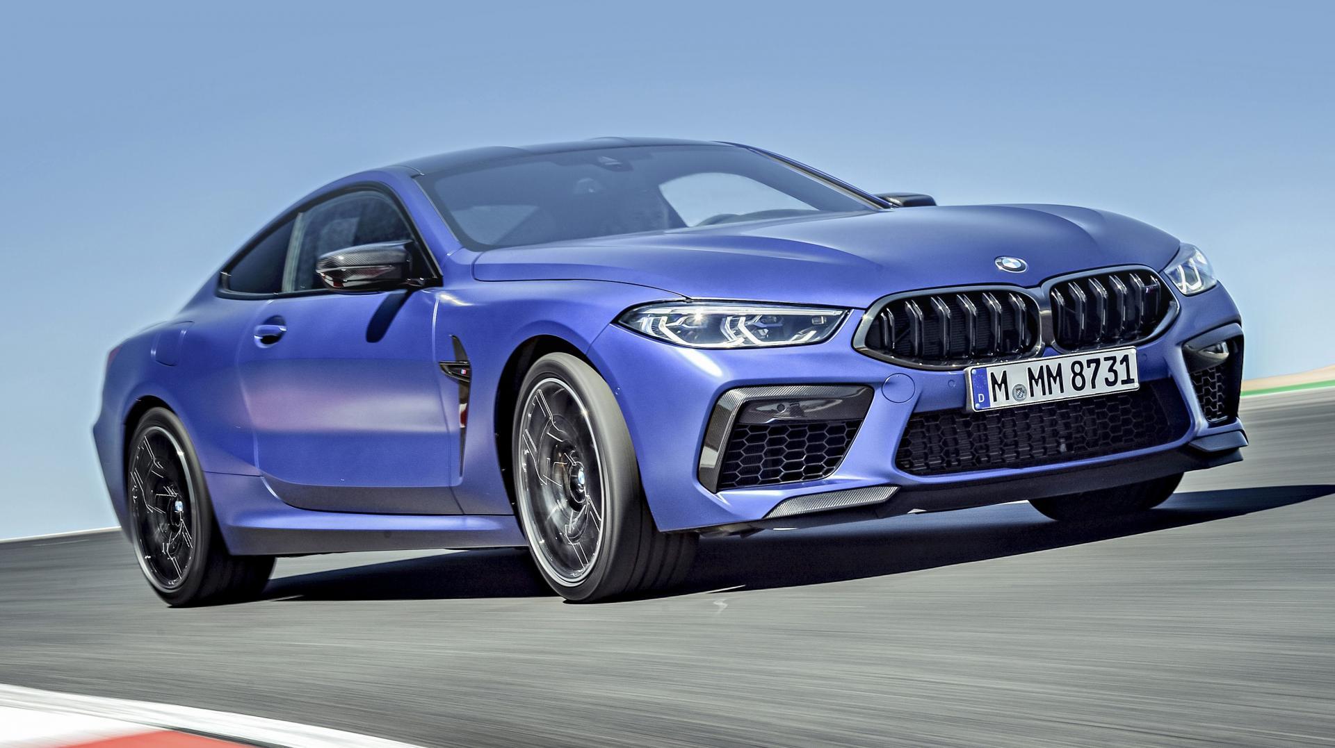 BMW M8 Competition rijder 3 4 voor