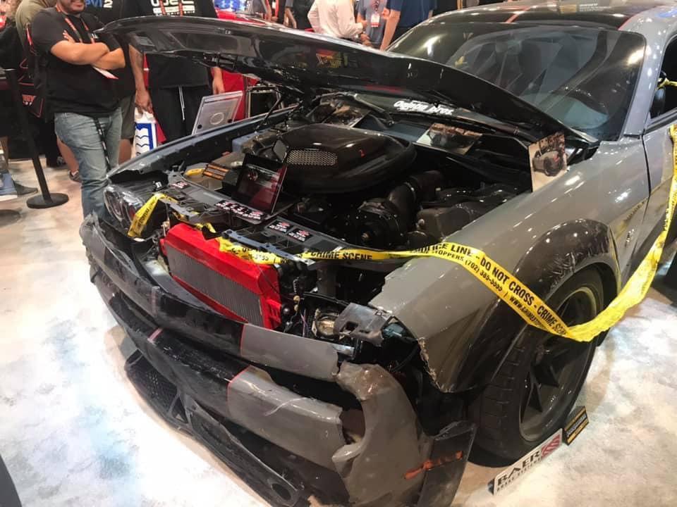 Dodge Challenger Hellcat gestolen en gecrasht drie kwart voor dichtbij