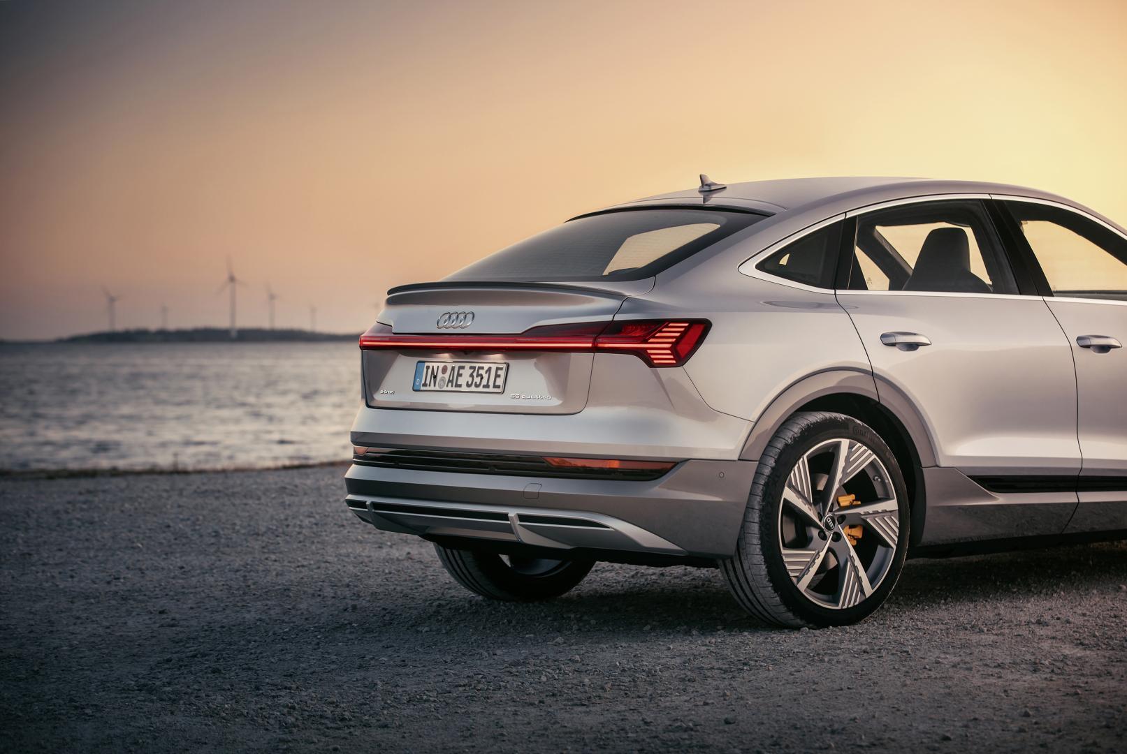 Audi e-tron Sportback 2020 achterkant SUV coupé