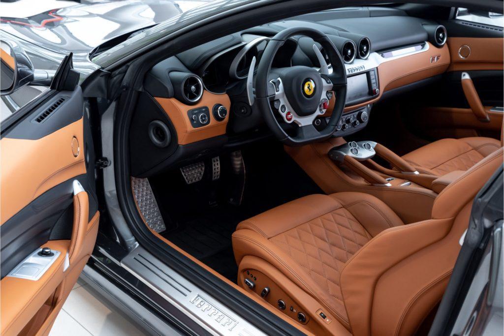 Ferrari FF Louwman Exclusive detail interieur deur open