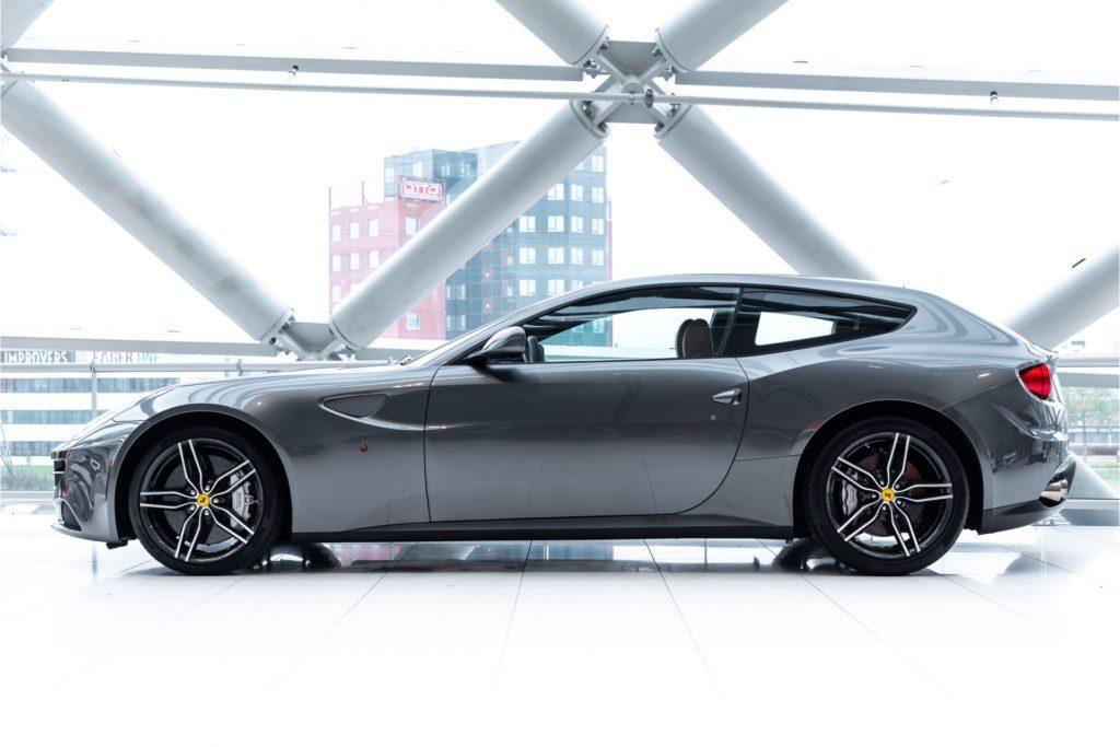 Ferrari FF Louwman Exclusive recht zij