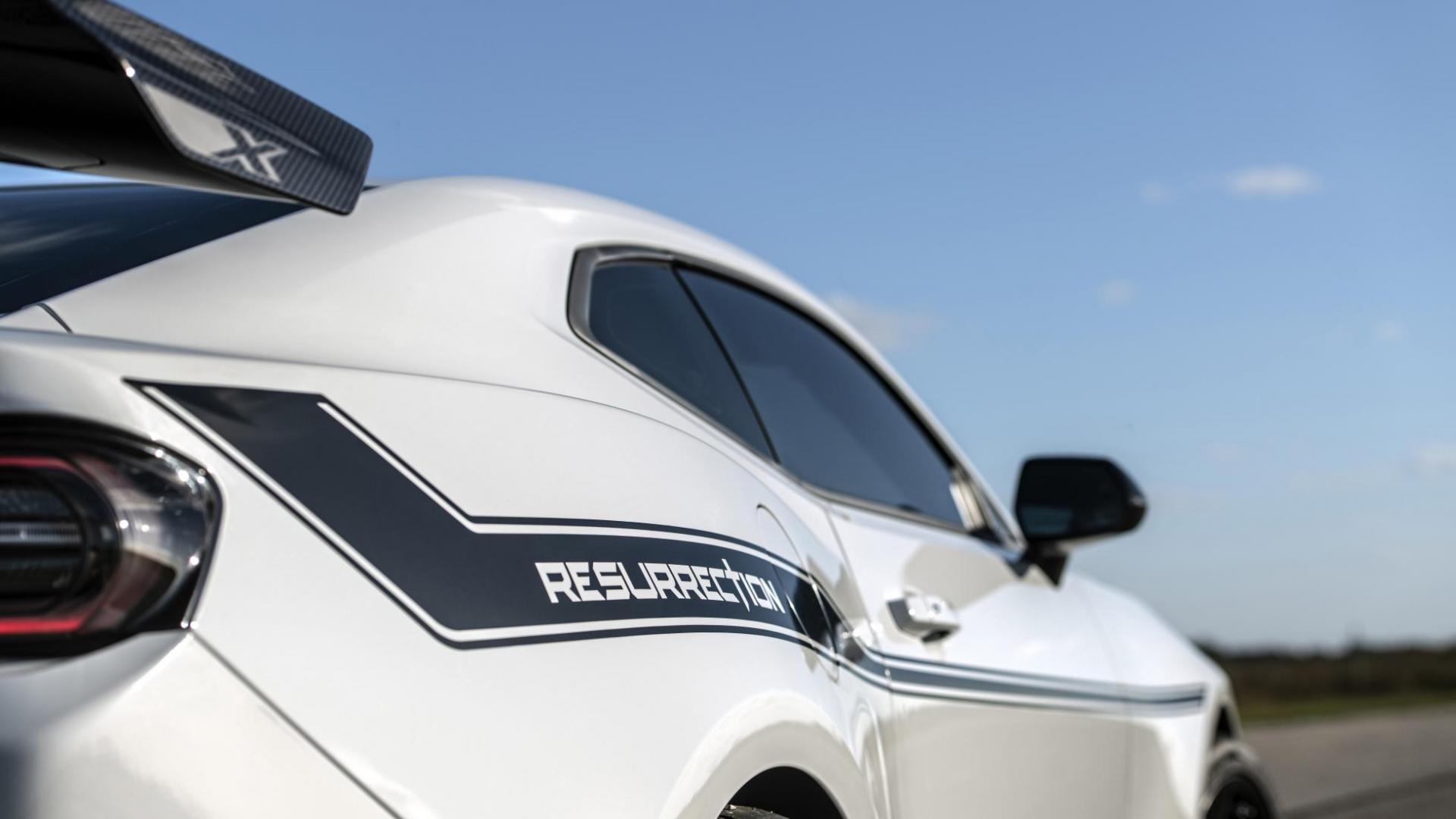 Hennessey Chevrolet Camaro Resurrection detail lijn langs auto van achter