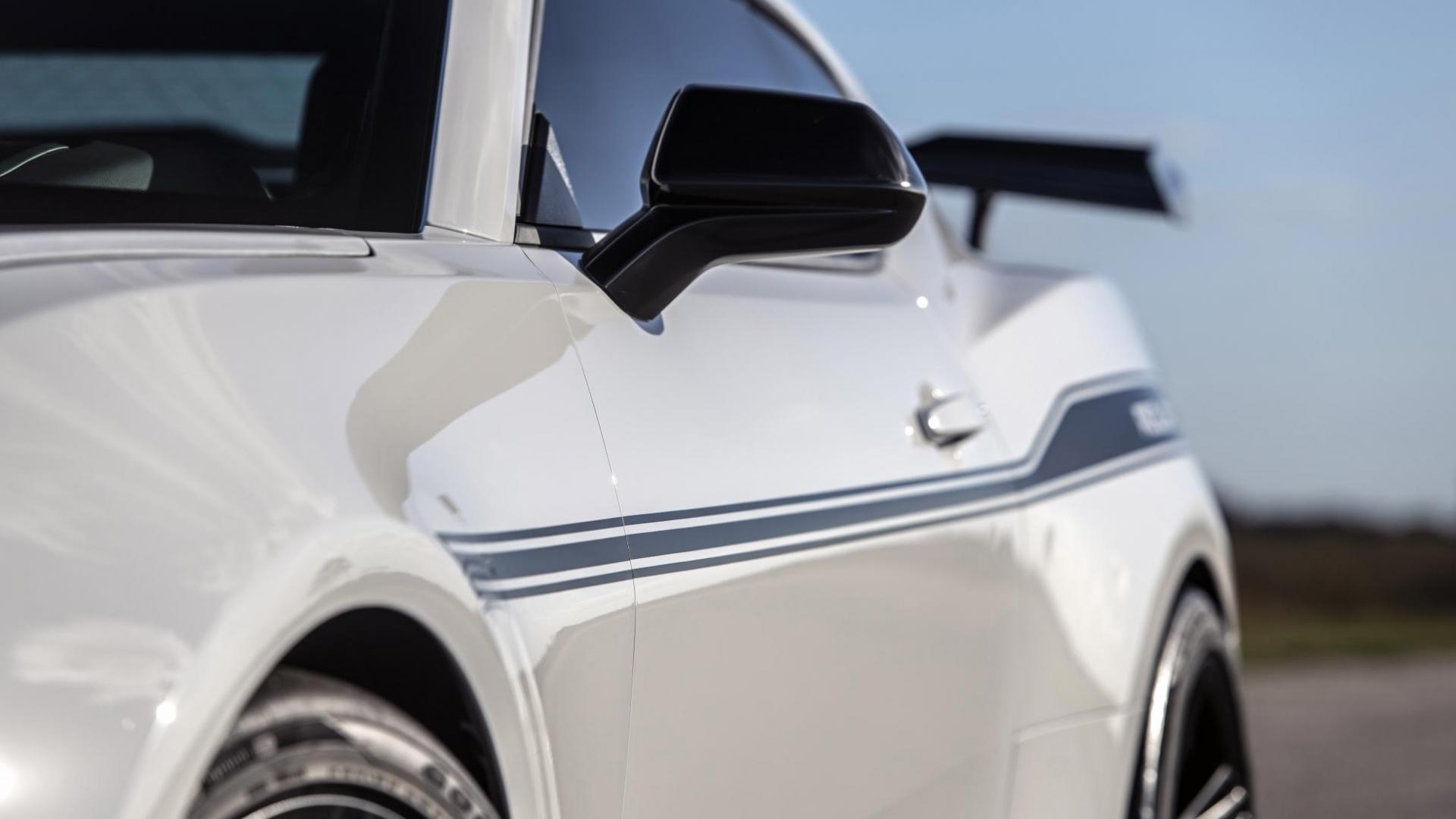 Hennessey Chevrolet Camaro Resurrection detail lijn langs auto van voor