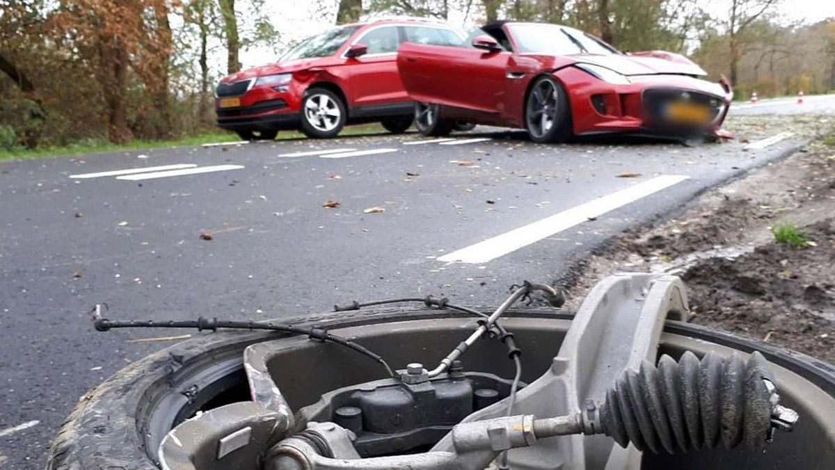 Jaguar F-type crash Alem 2019