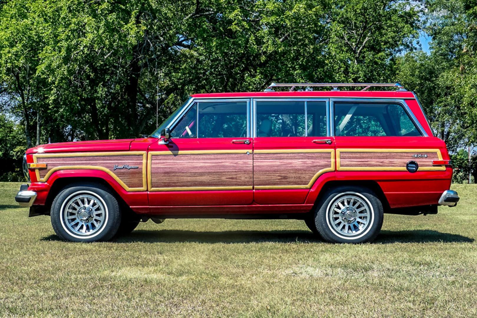 Jeep Grand Wagoneer Hellcat V8 recht zij