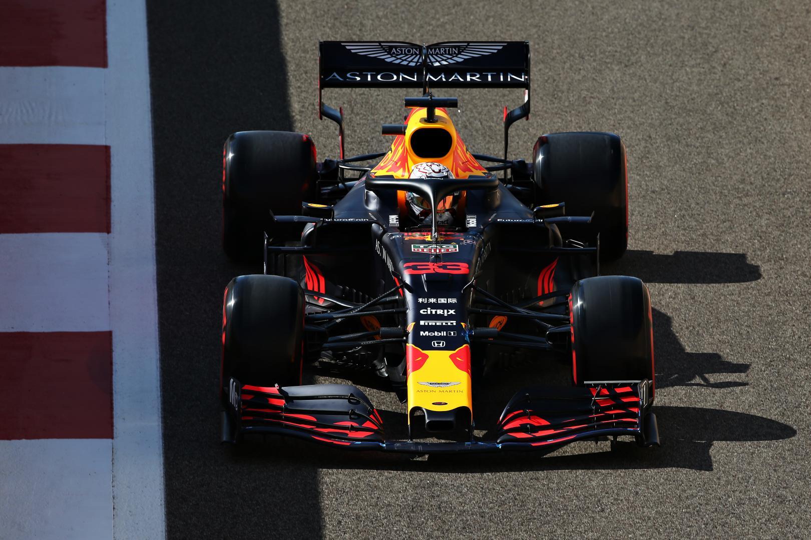 Max Verstappen rijder recht boven GP van Abu Dhabi 2019