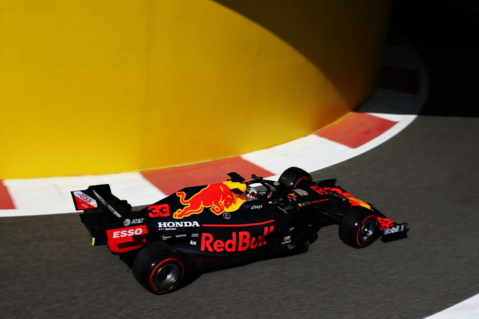 Max Verstappen uit de pits GP van Abu Dhabi 2019