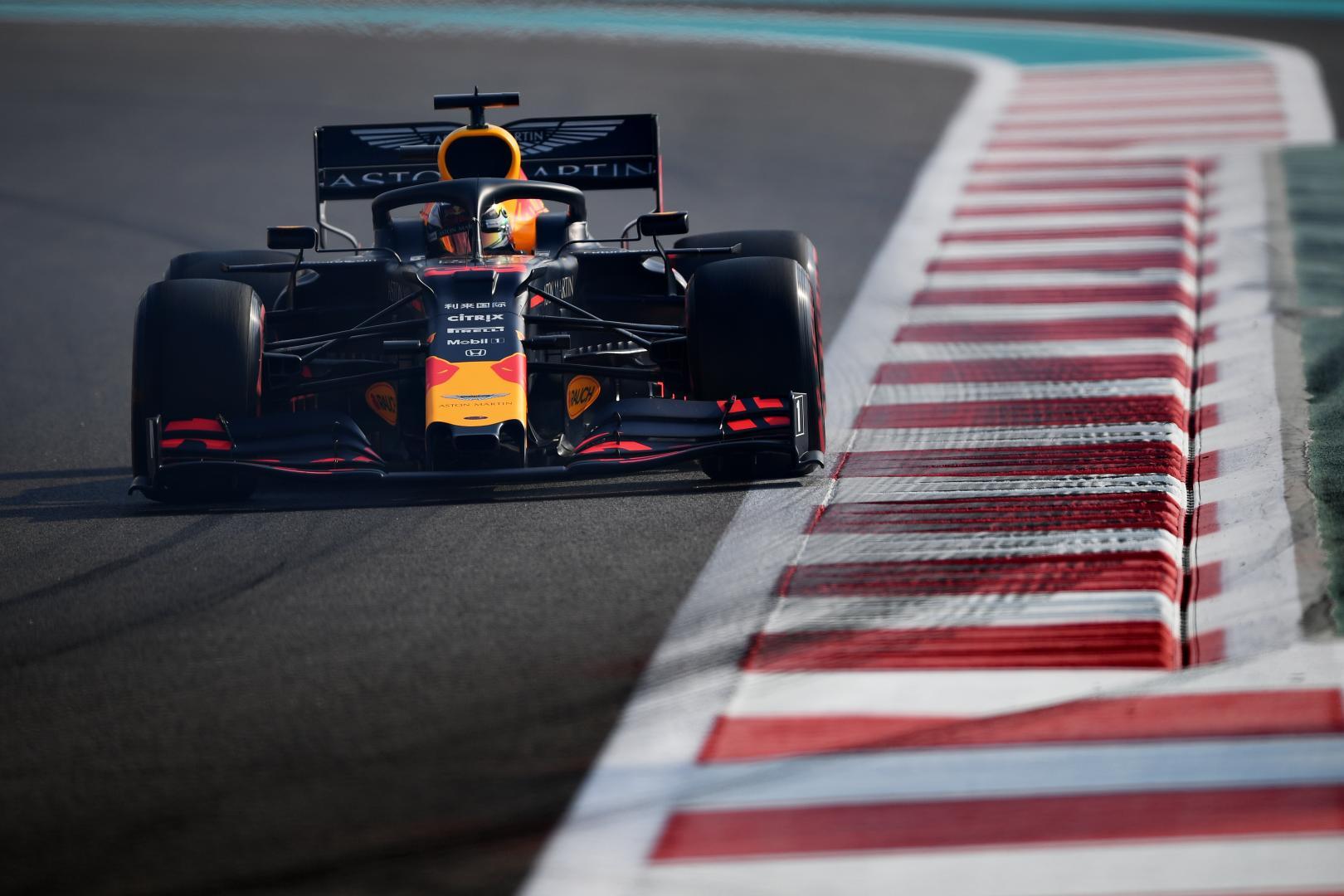 Max Verstappen voor dichtbij kerb GP van Abu Dhabi 2019