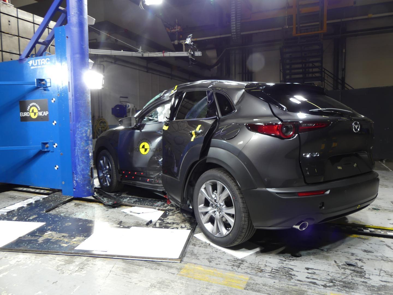 Mazda CX-30 Crashtest drie kwart achter