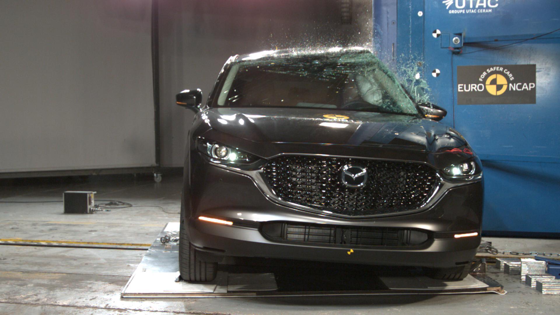 Mazda CX-30 Crashtest recht voor