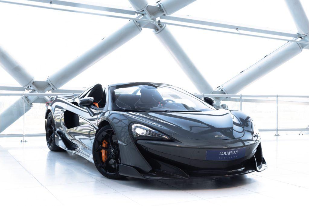 McLaren 600LT Spider drie kwart voor deuren naar beneden