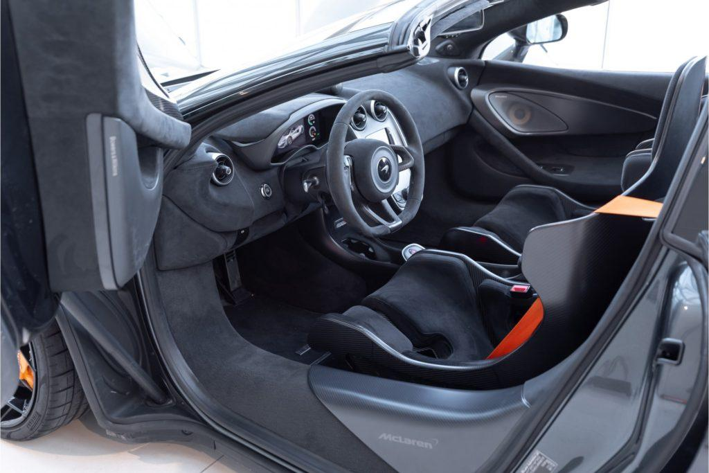 McLaren 600LT Spider interieur deur open