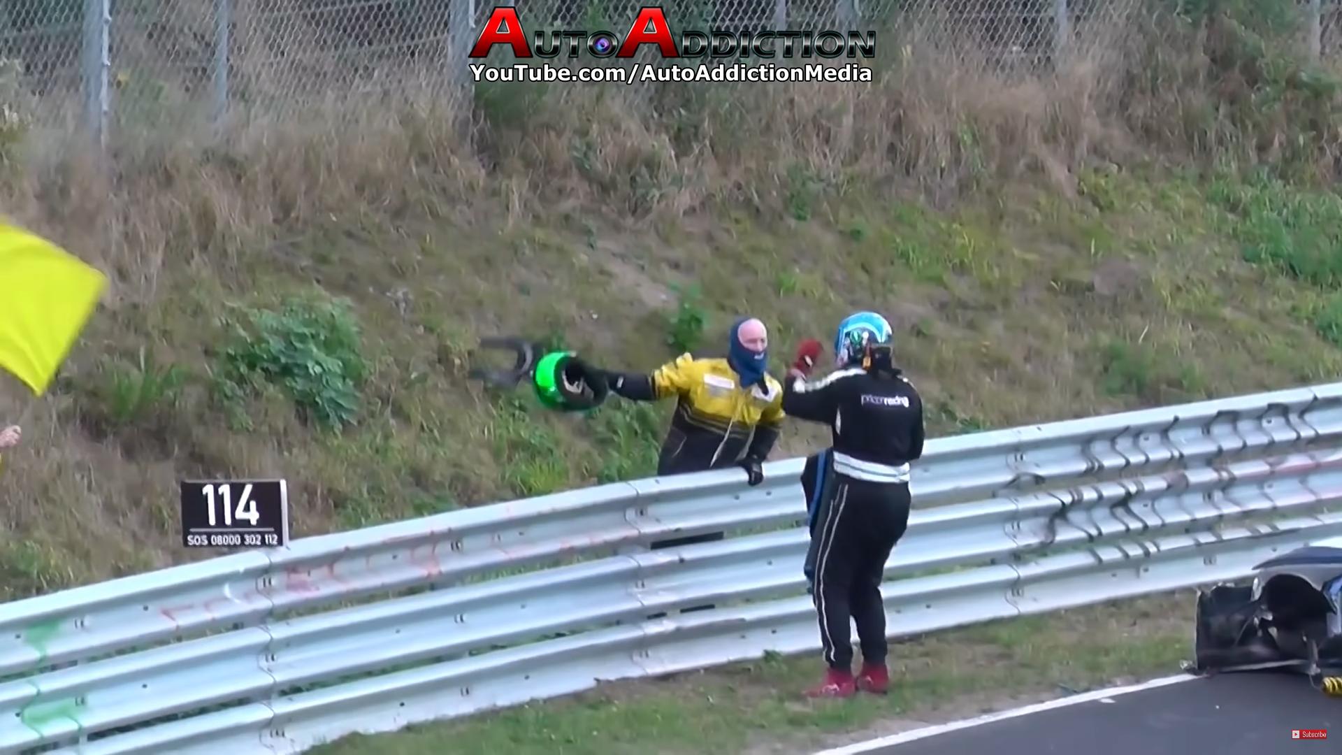 Raceauto crashcompilatie gevecht naast de baan Nurburgring