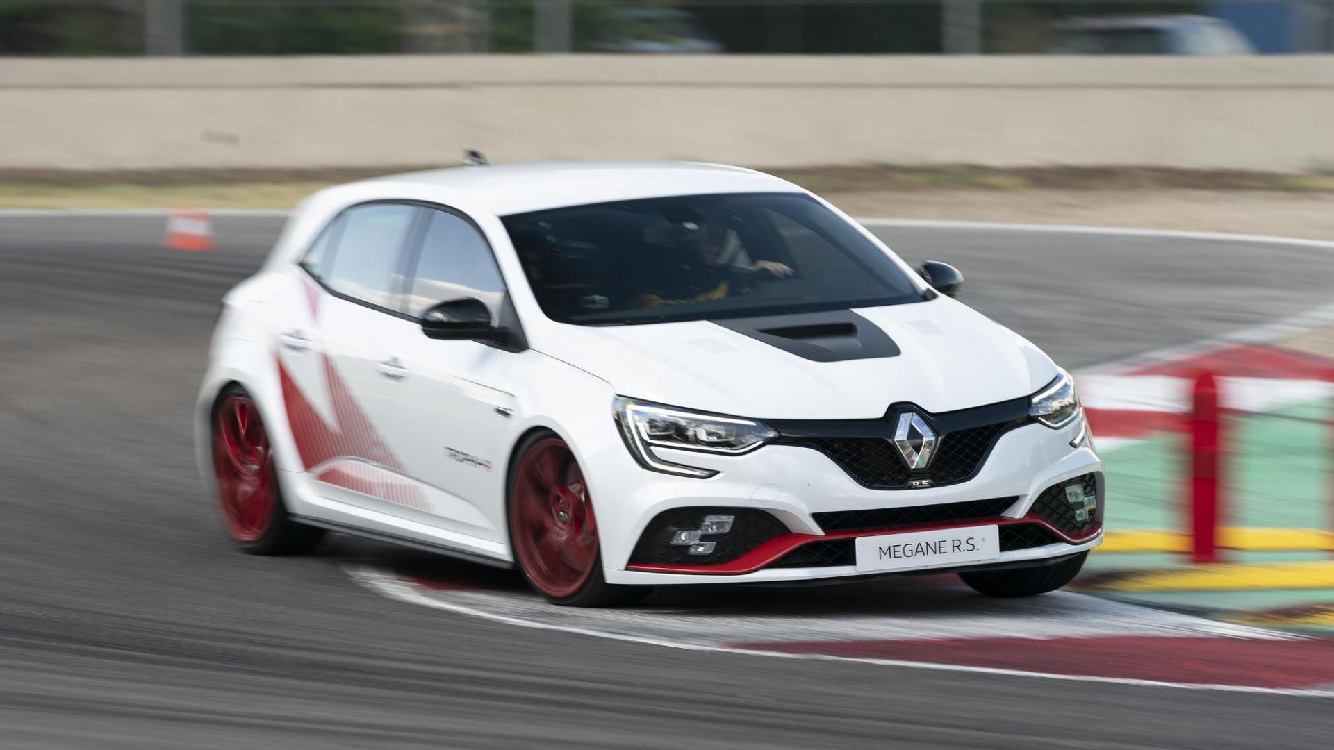 Renault Mégane RS Trophy-R drie kwart links voor in bocht rode velgen