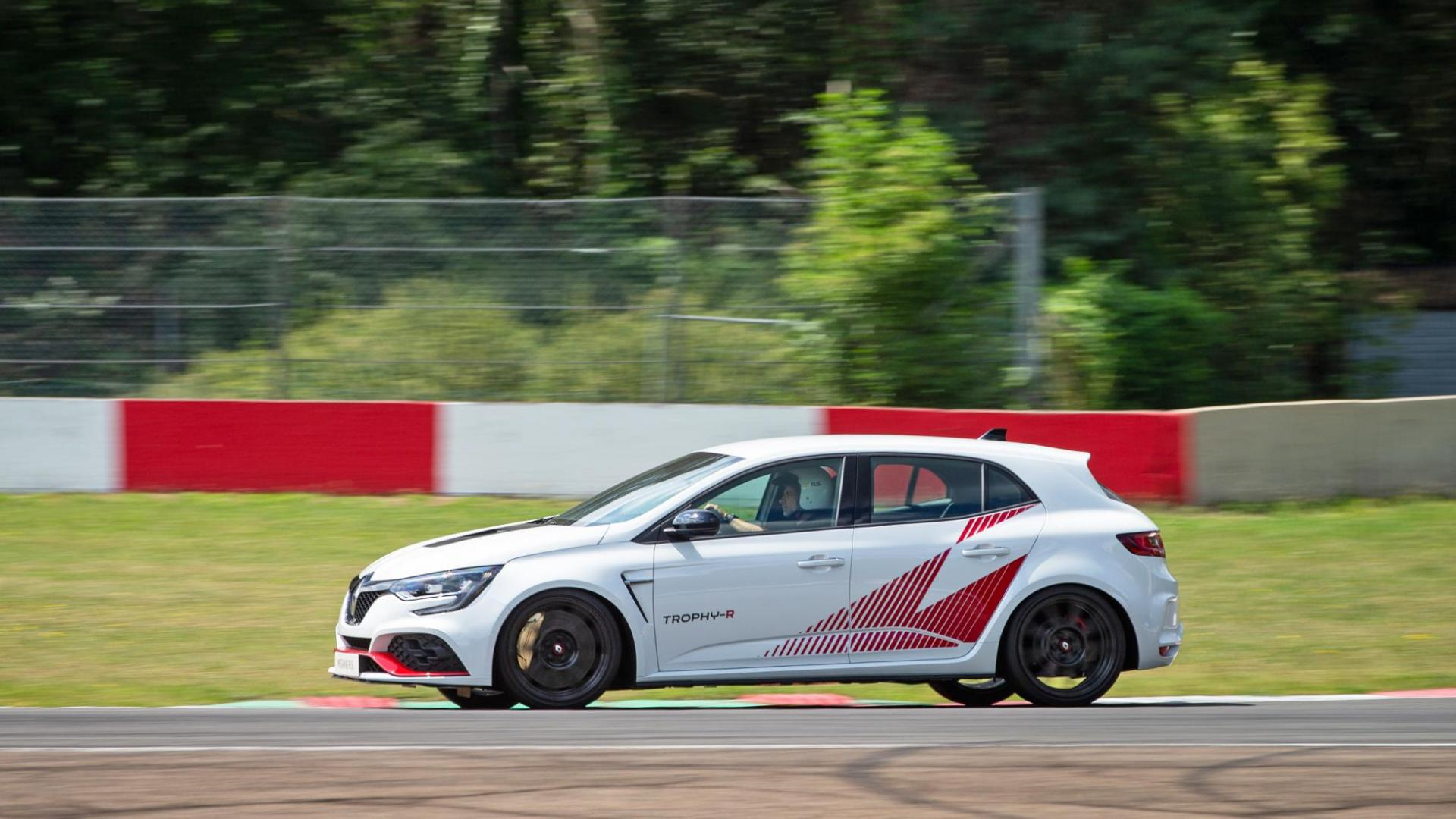 Renault Mégane RS Trophy-R zij links op circuit