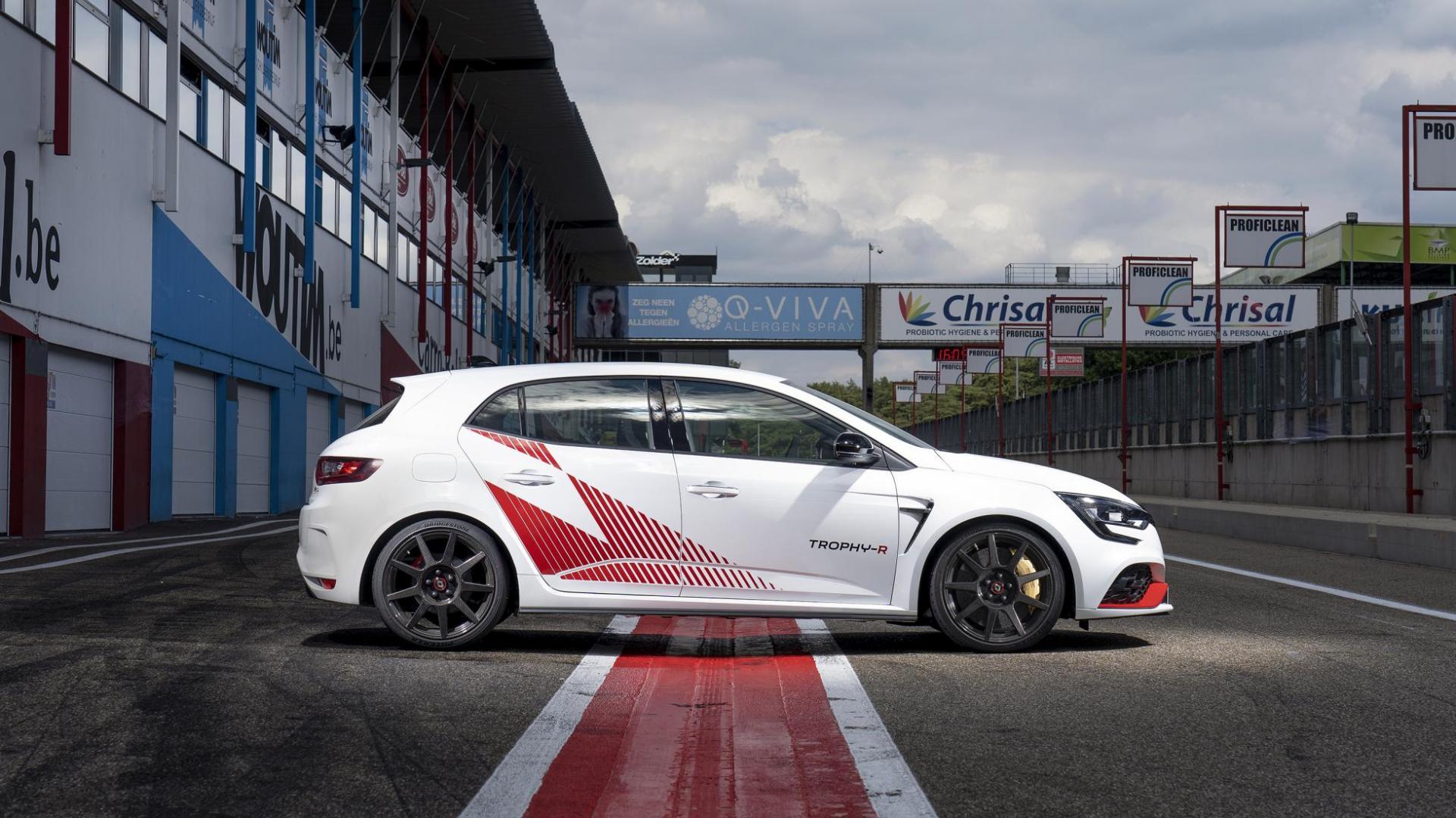 Renault Mégane RS Trophy-R zij rechts in pits