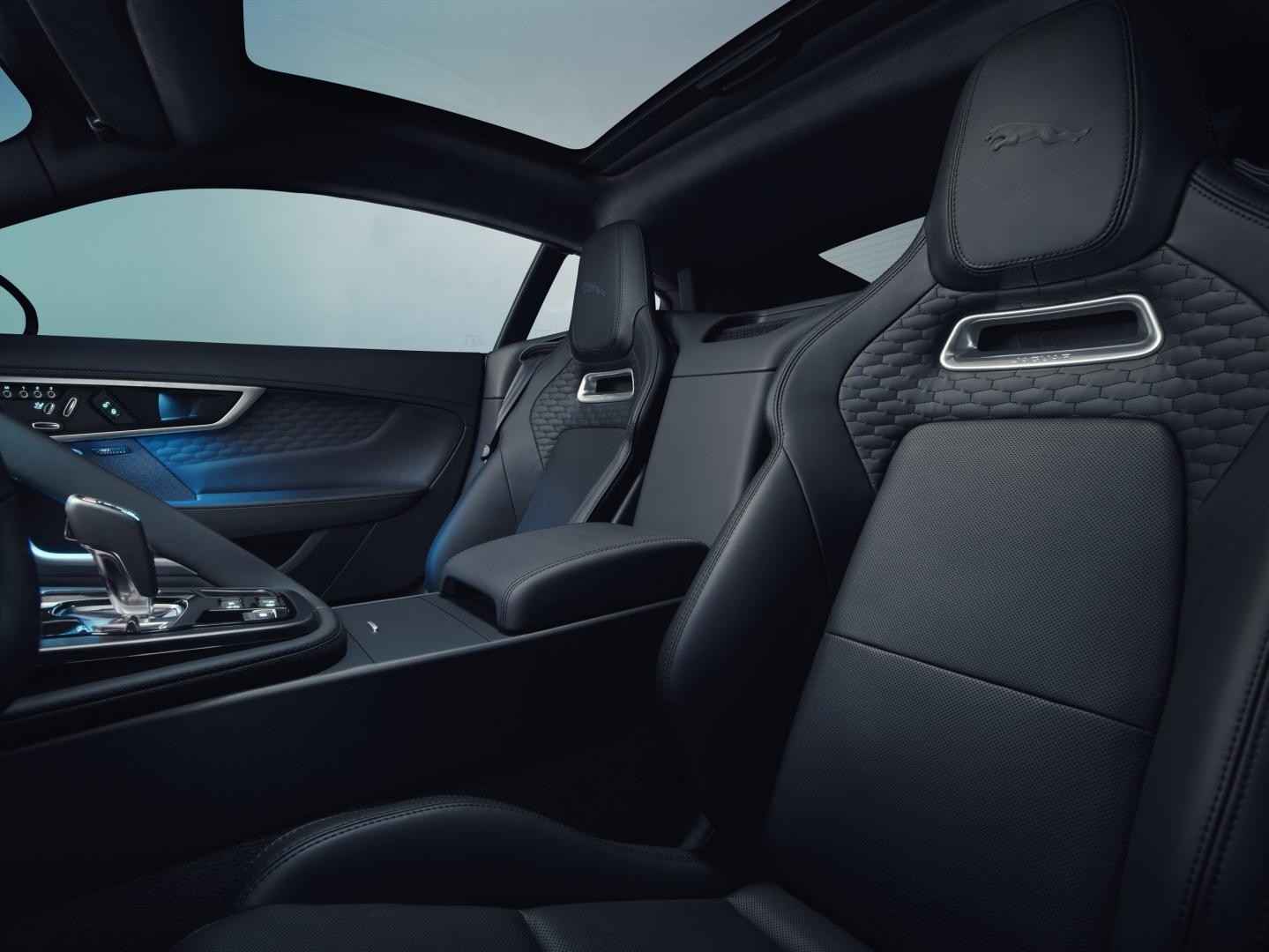 Jaguar F-type facelift 2021 interieur stoelen