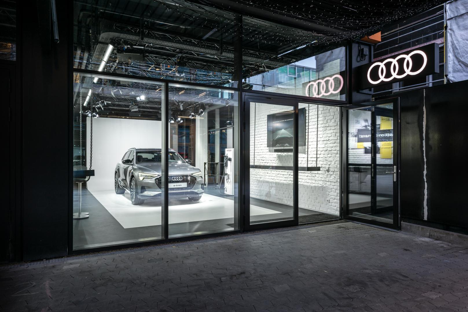 Schade bij Audi dealer