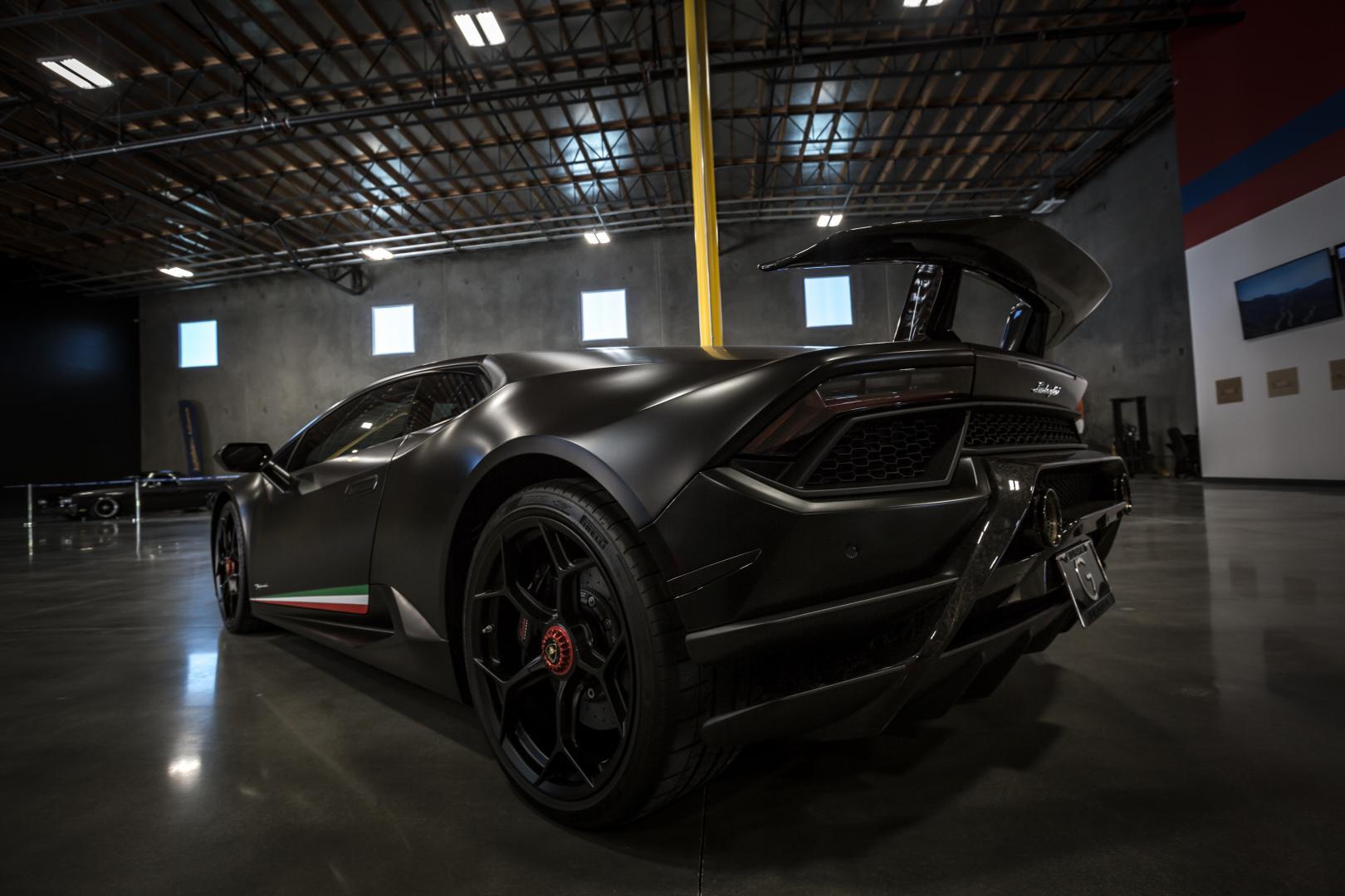 Autobahn Alliance auto-opslag Lamborghini Huracán tuning matzwart