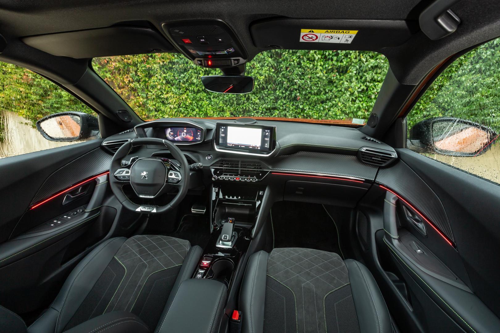 Peugeot 2008 1e rij-indruk 2020 dashboard interieur