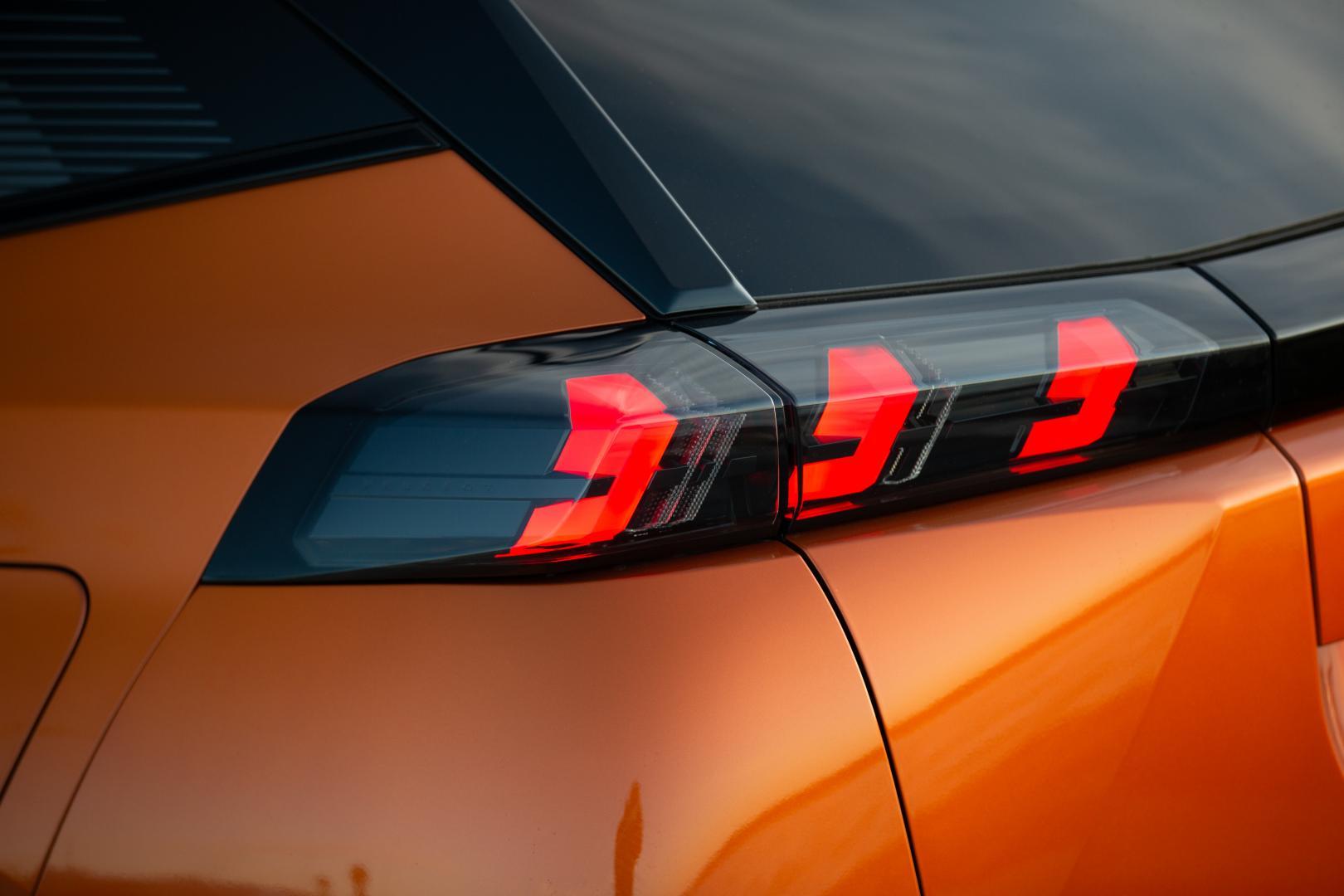 Peugeot 2008 1e rij-indruk 2020 achterlicht