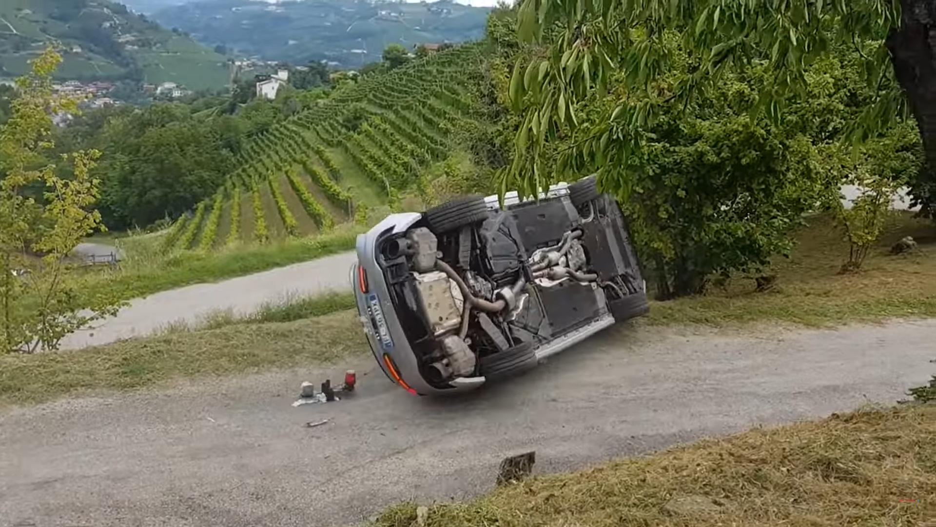 Audi RS 5 crash onder schuin