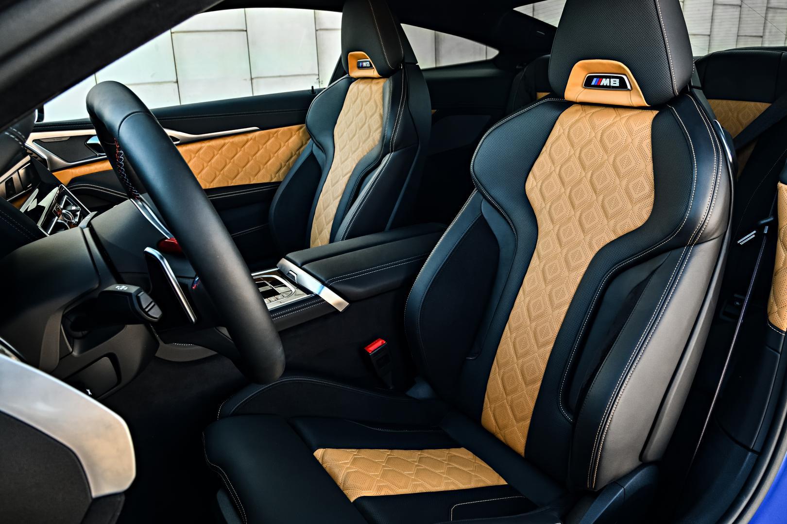 BMW M8 Competition interieur stoelen
