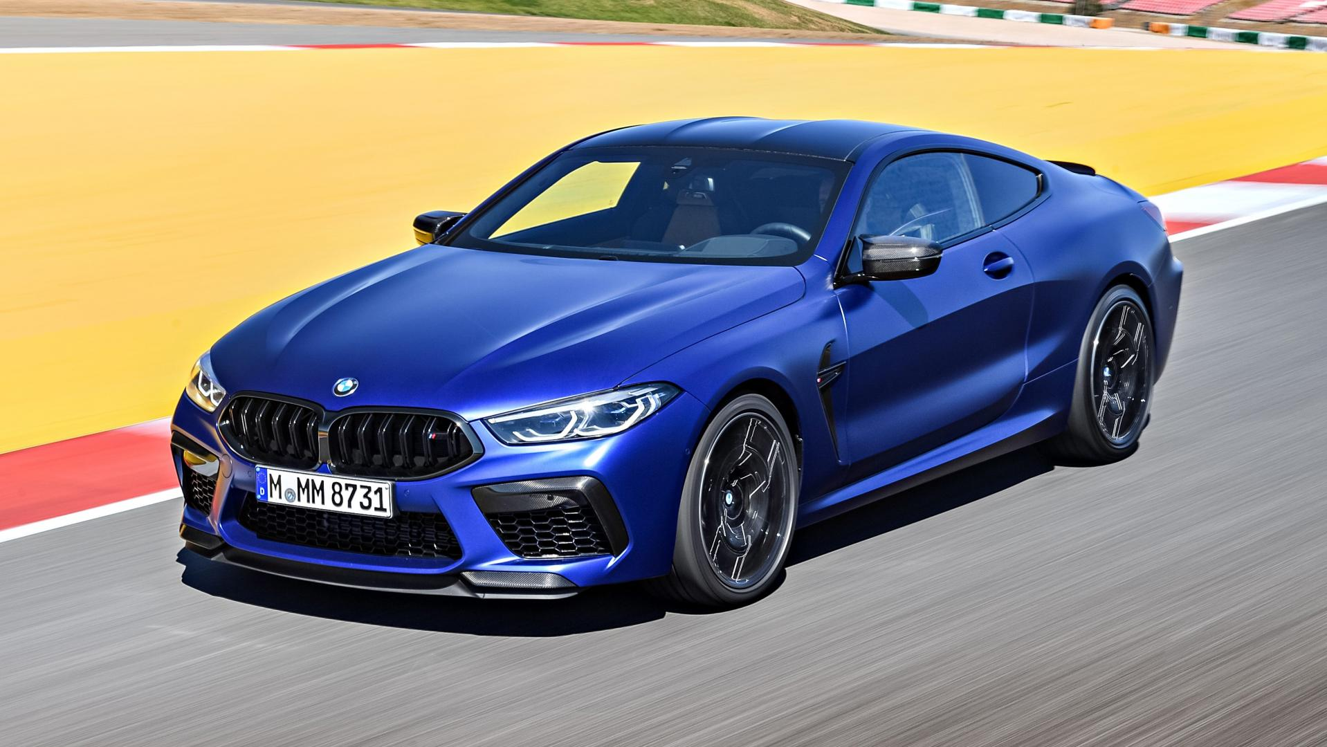 BMW M8 Competition rijder 3 4 voor boven