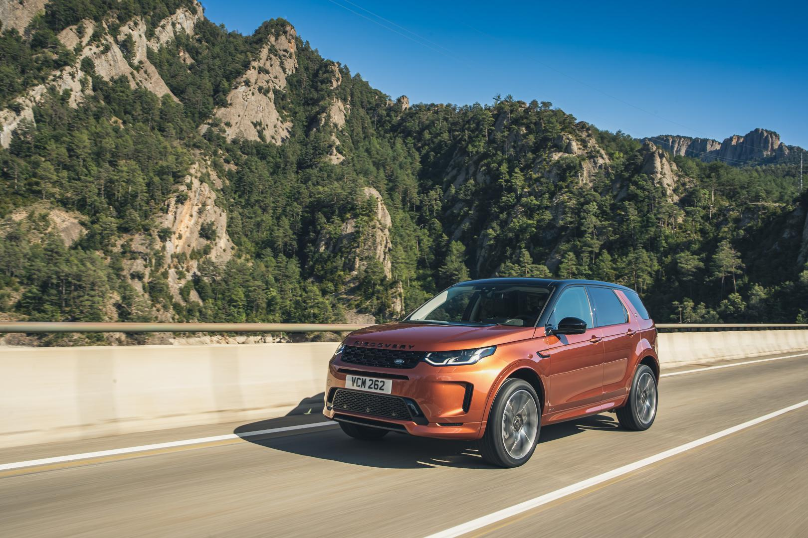 Land Rover Discovery Sport D250R-Dynamic S rijder 3 4 voor