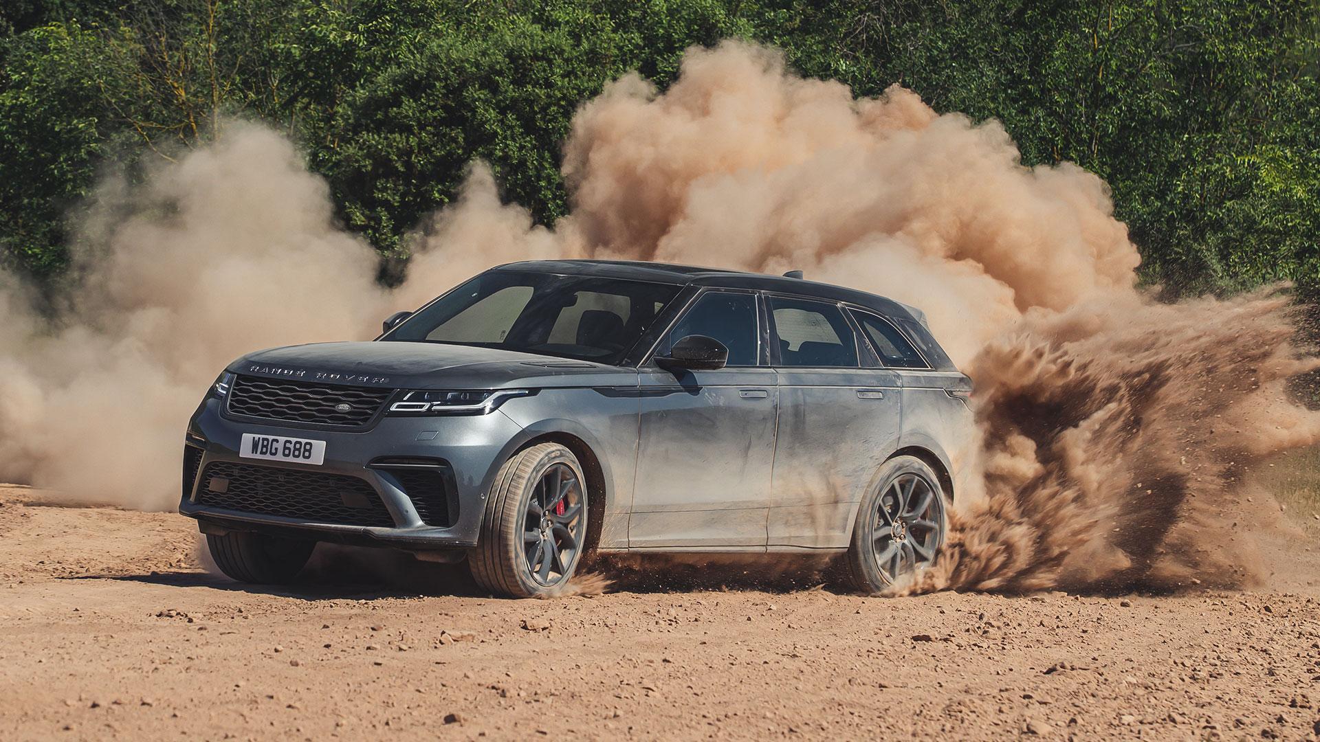 Range Rover Velar SVA door het stof