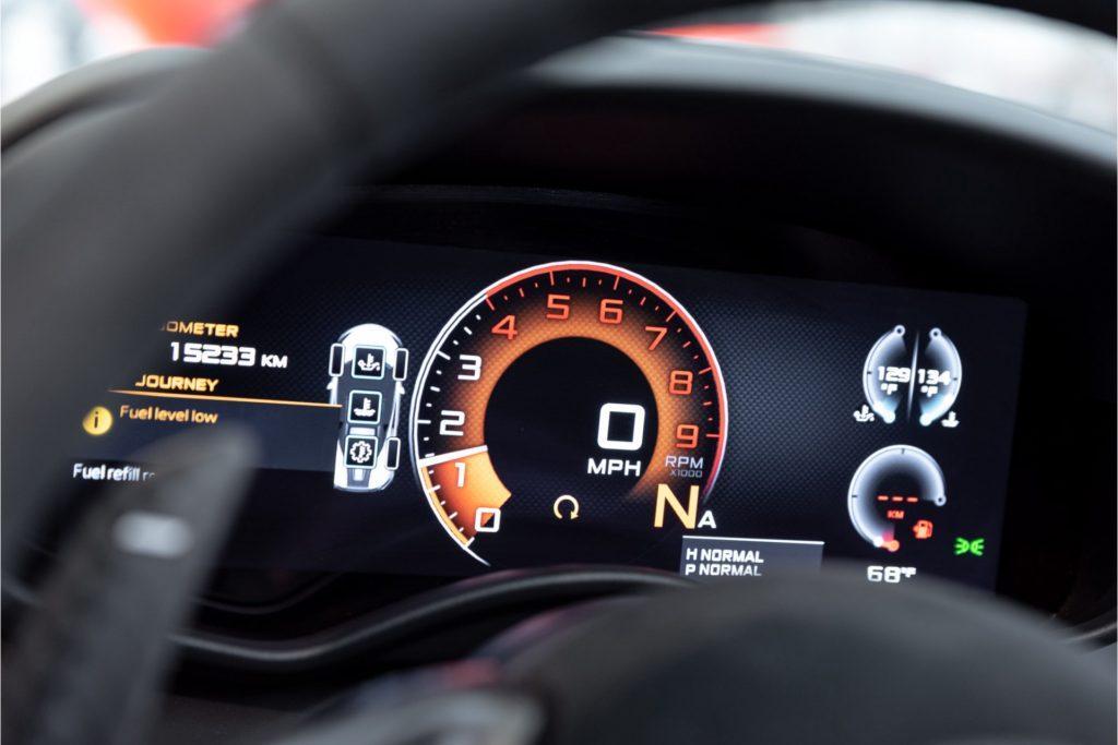McLaren 570 S Spider interieur detail dashboard