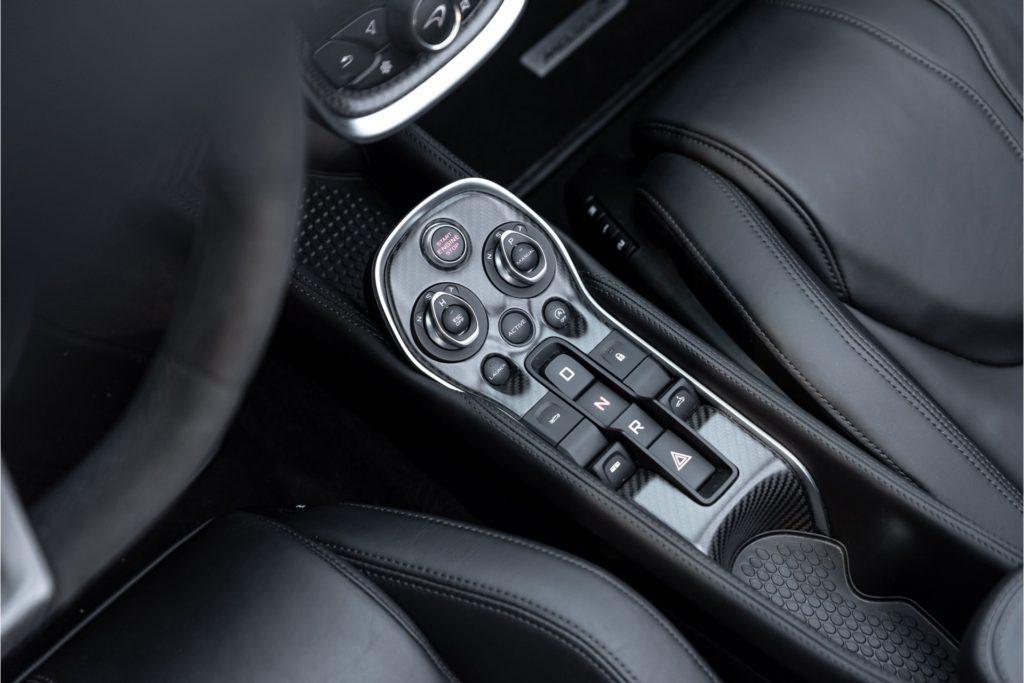 McLaren 570 S Spider interieur detail middenconsole
