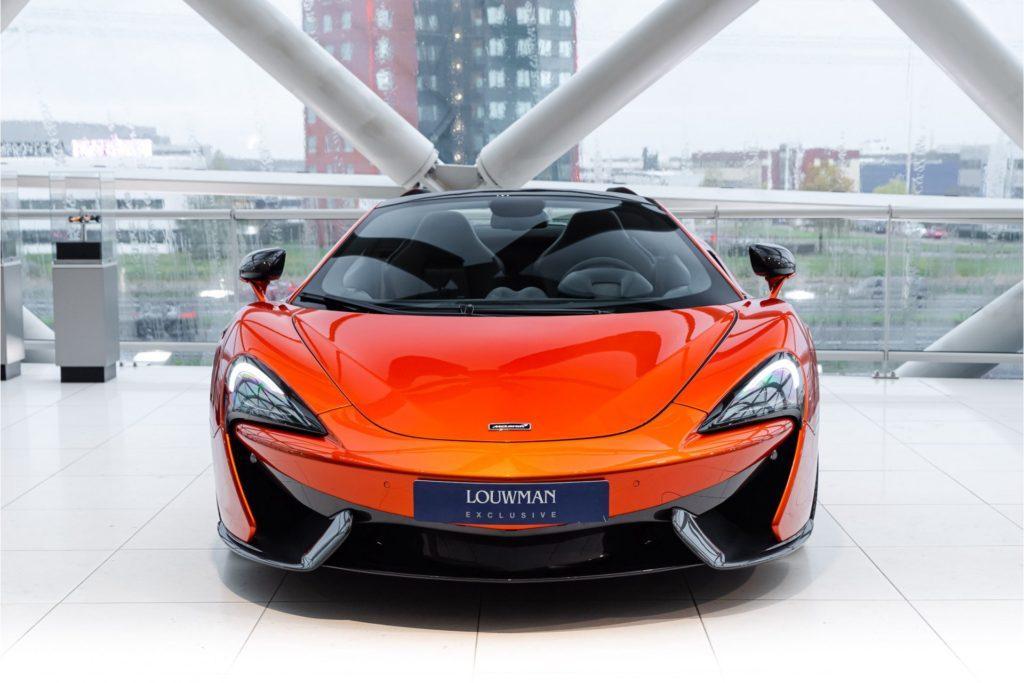 McLaren 570 S Spider recht voor