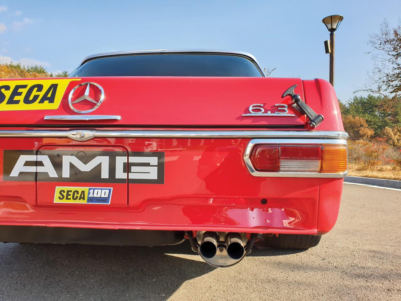 Mercedes 300 SEL AMG Red Pig badge uitlaat