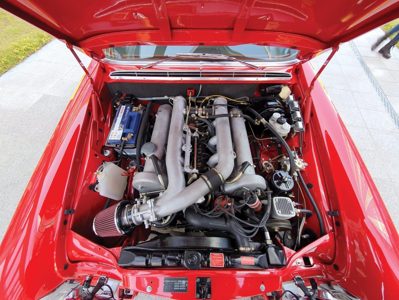 Mercedes 300 SEL AMG Red Pig v8 motor