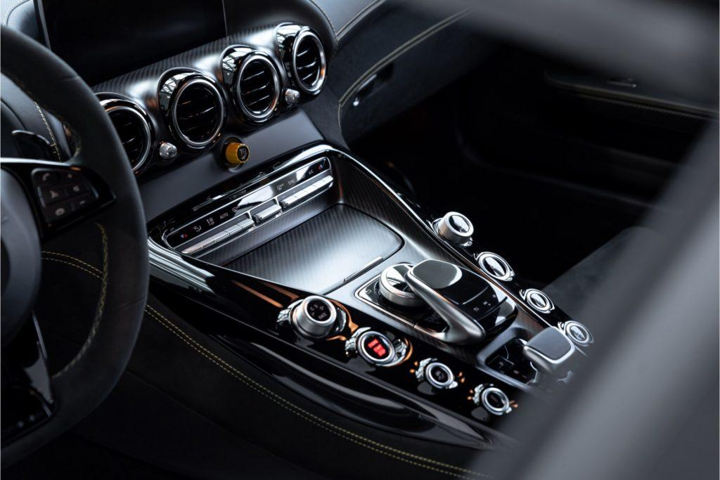 Mercedes AMG GT R Louwman Exclusive interieur detail middenconsole