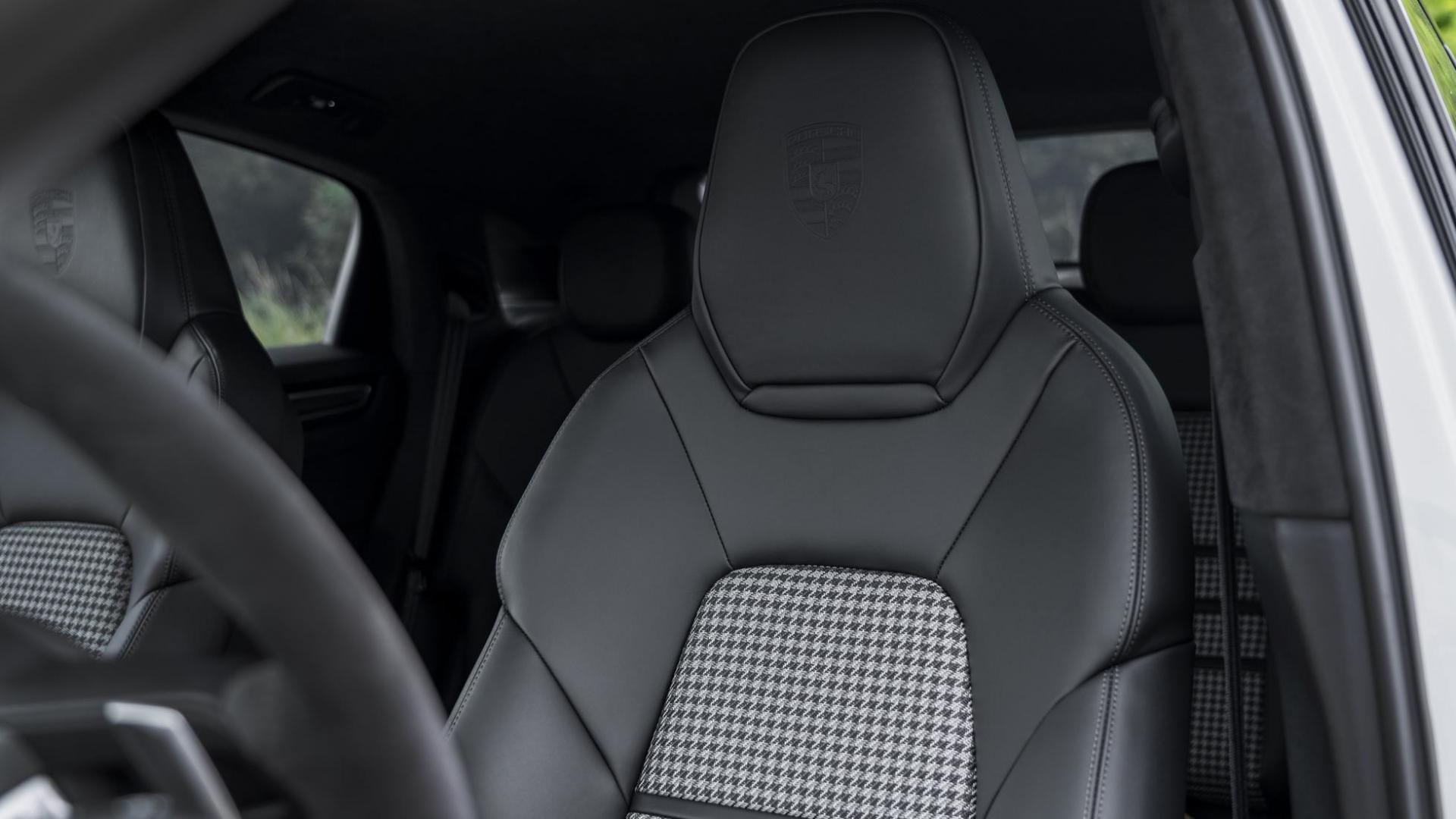 Porsche Cayenne Turbo S E-Hybrid Coupé interieur detail stoel