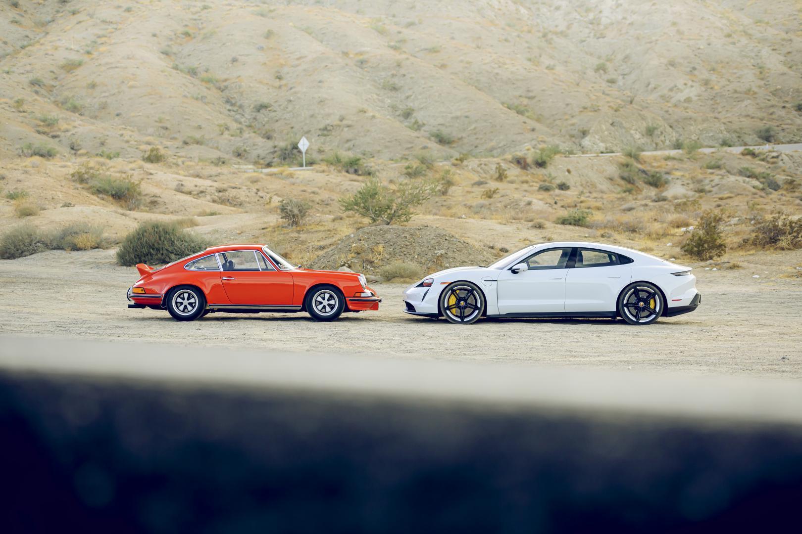 Porsche oer 911 vs Porsche Taycan statisch zijkant