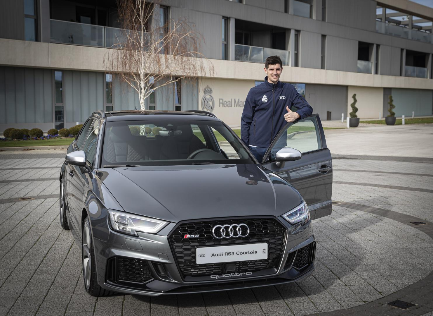 Real Madrid Audi RS3 Courtois