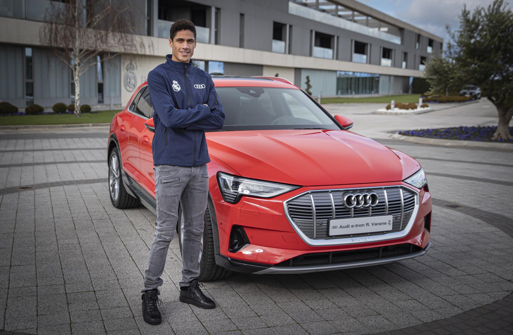 Real Madrid Audi e-tron Varane