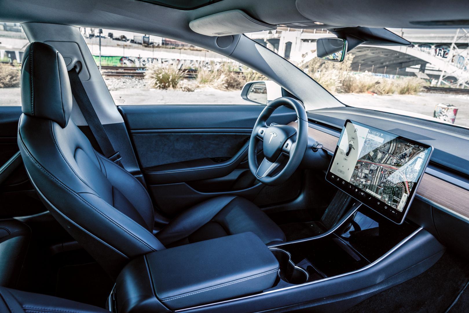 Tesla Model 3 interieur dashboard
