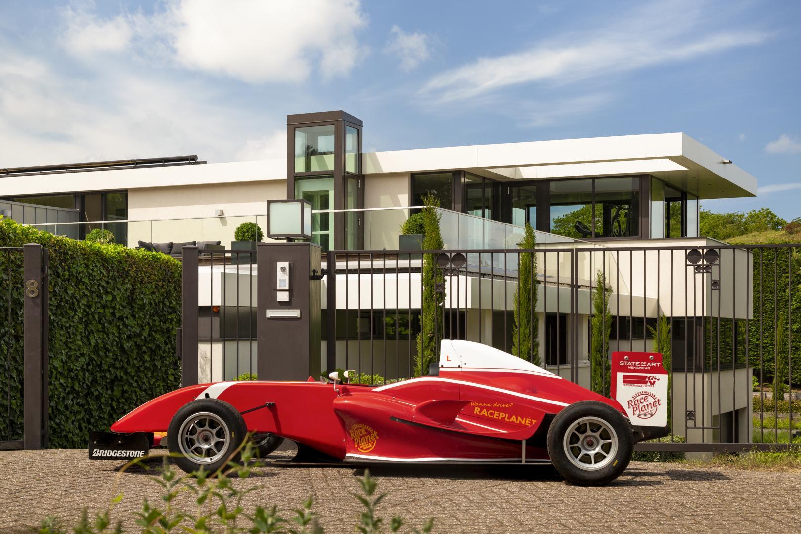 Villa Zandvoort FRP 1-auto op inrit zij