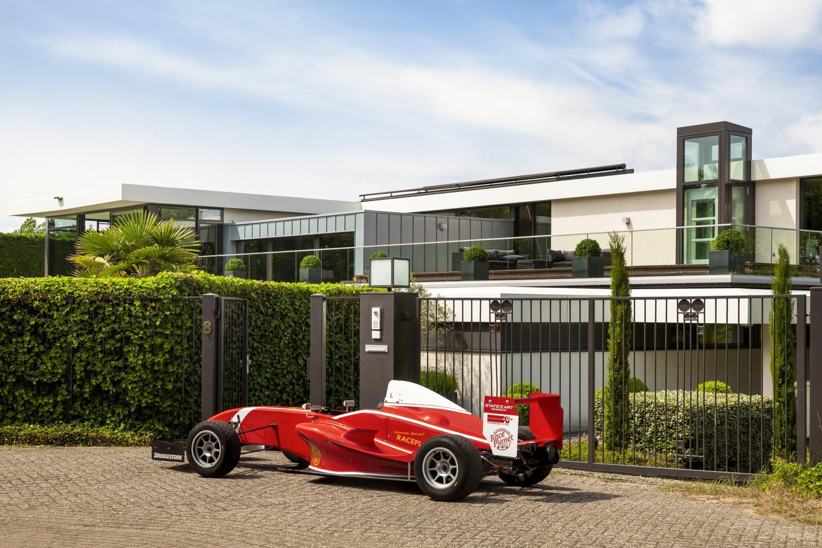 Villa Zandvoort FRP 1-auto op inrit 3 4 achter