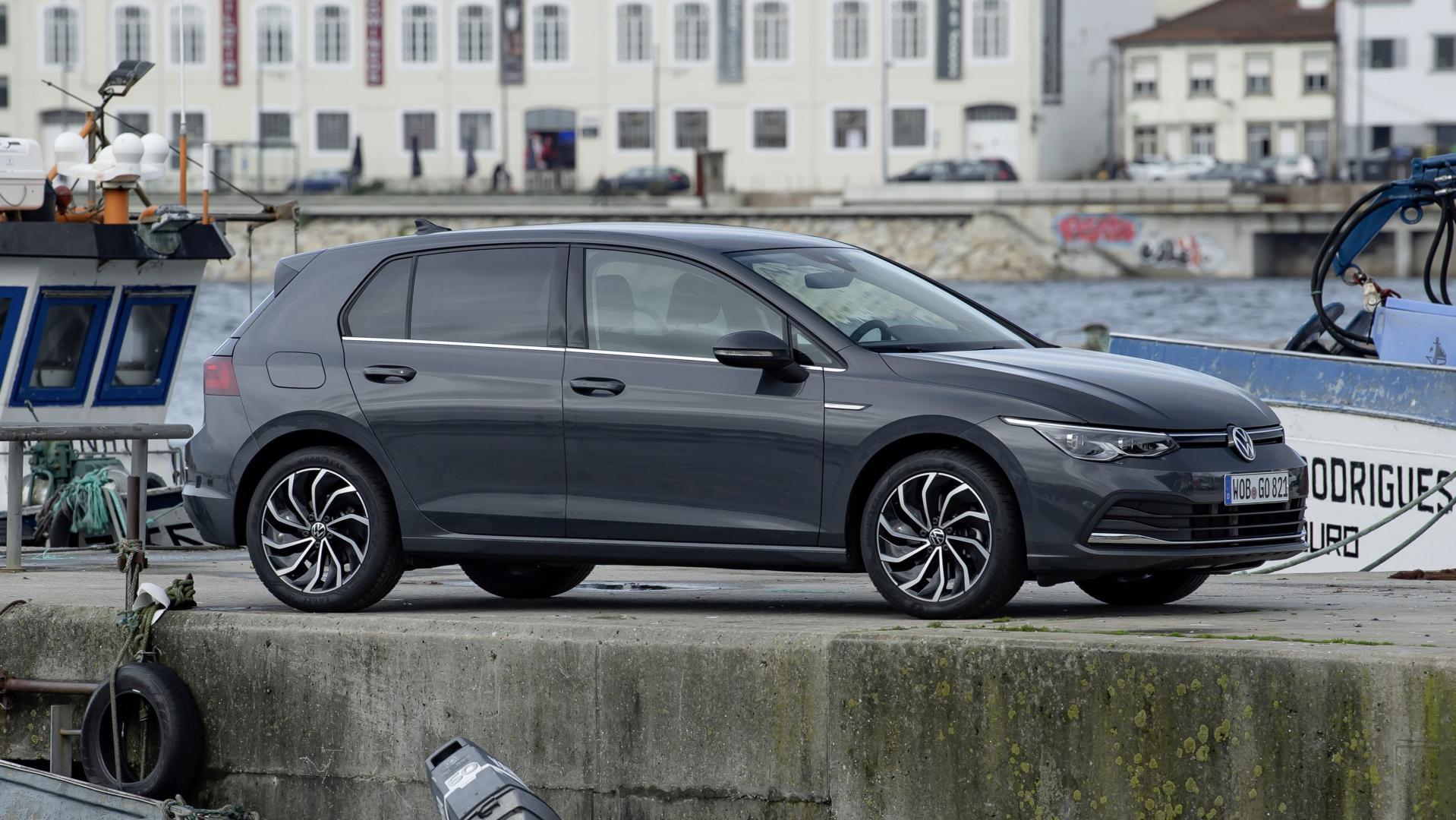 Volkswagen Golf 8 in de haven