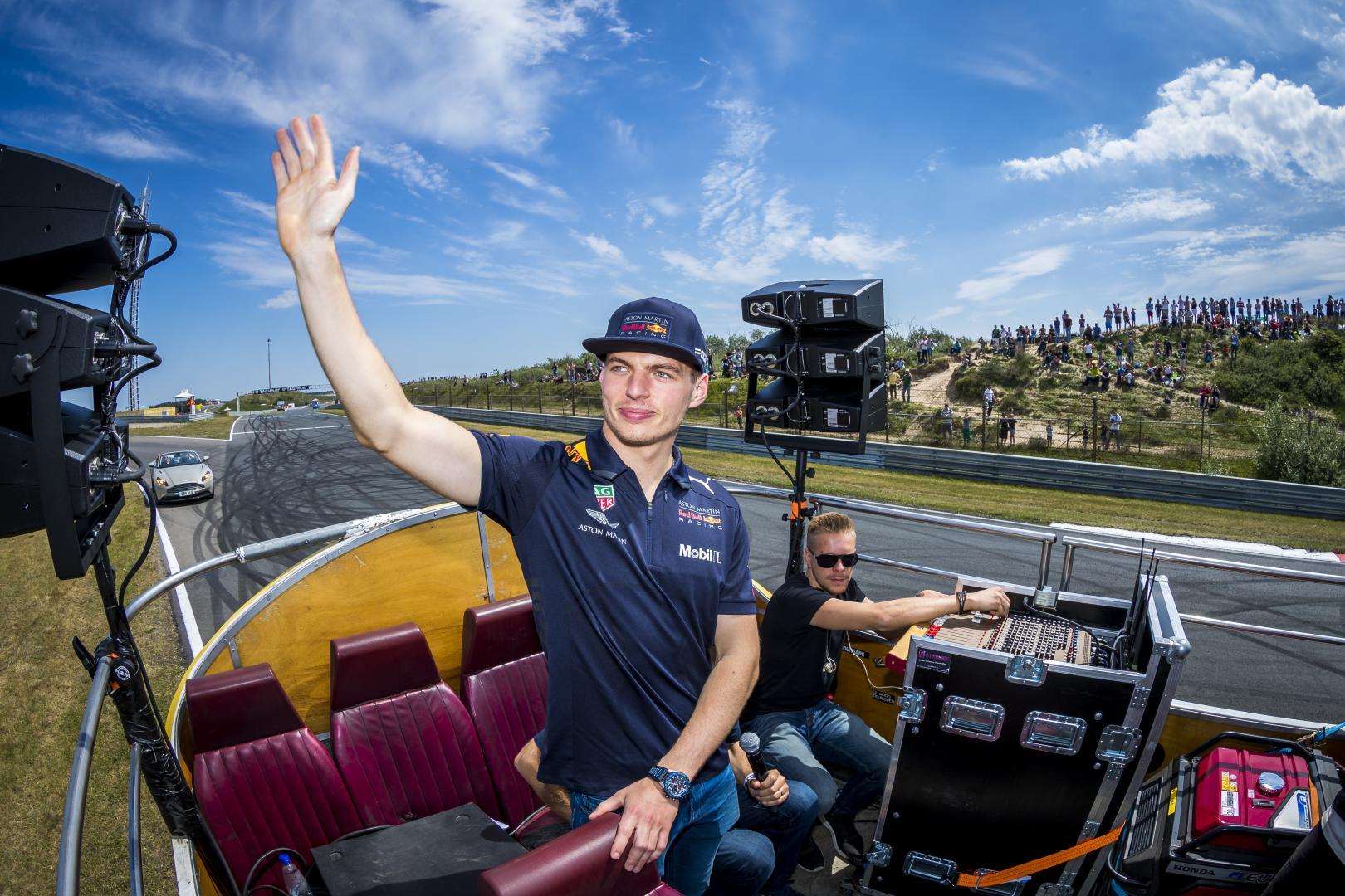 Max Verstappen in Den Oudsten Bus op Circuit Zandvoort tijdens Jumbo Racedagen in 2018