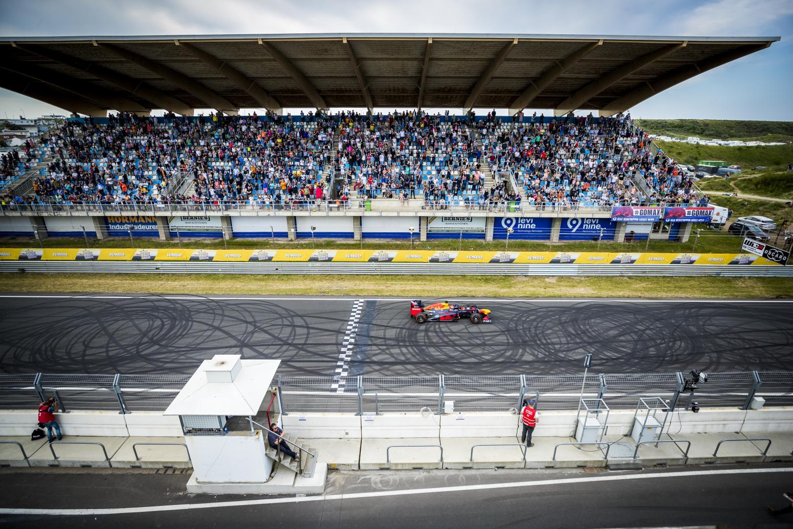 Max Verstappen Burnout op Jumbo Racedagen op Zandvoort