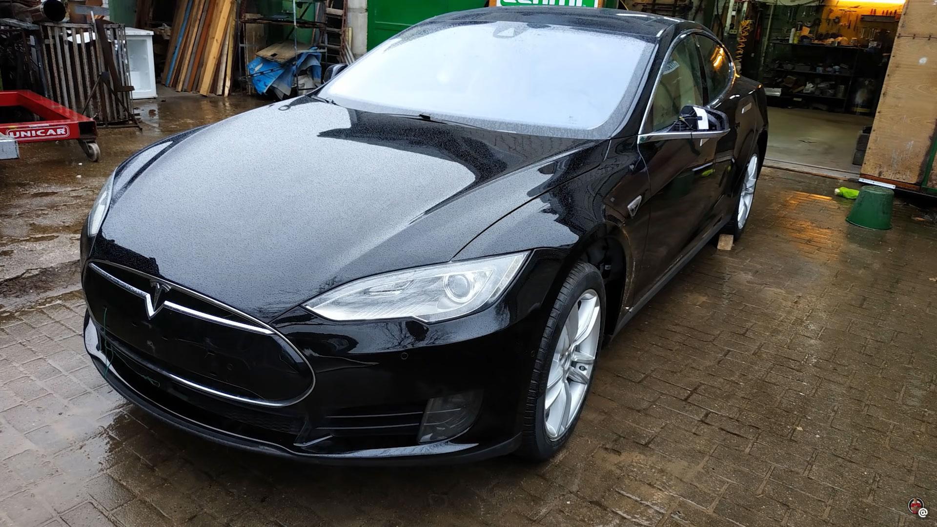 Reparatie Tesla Model S Rusland