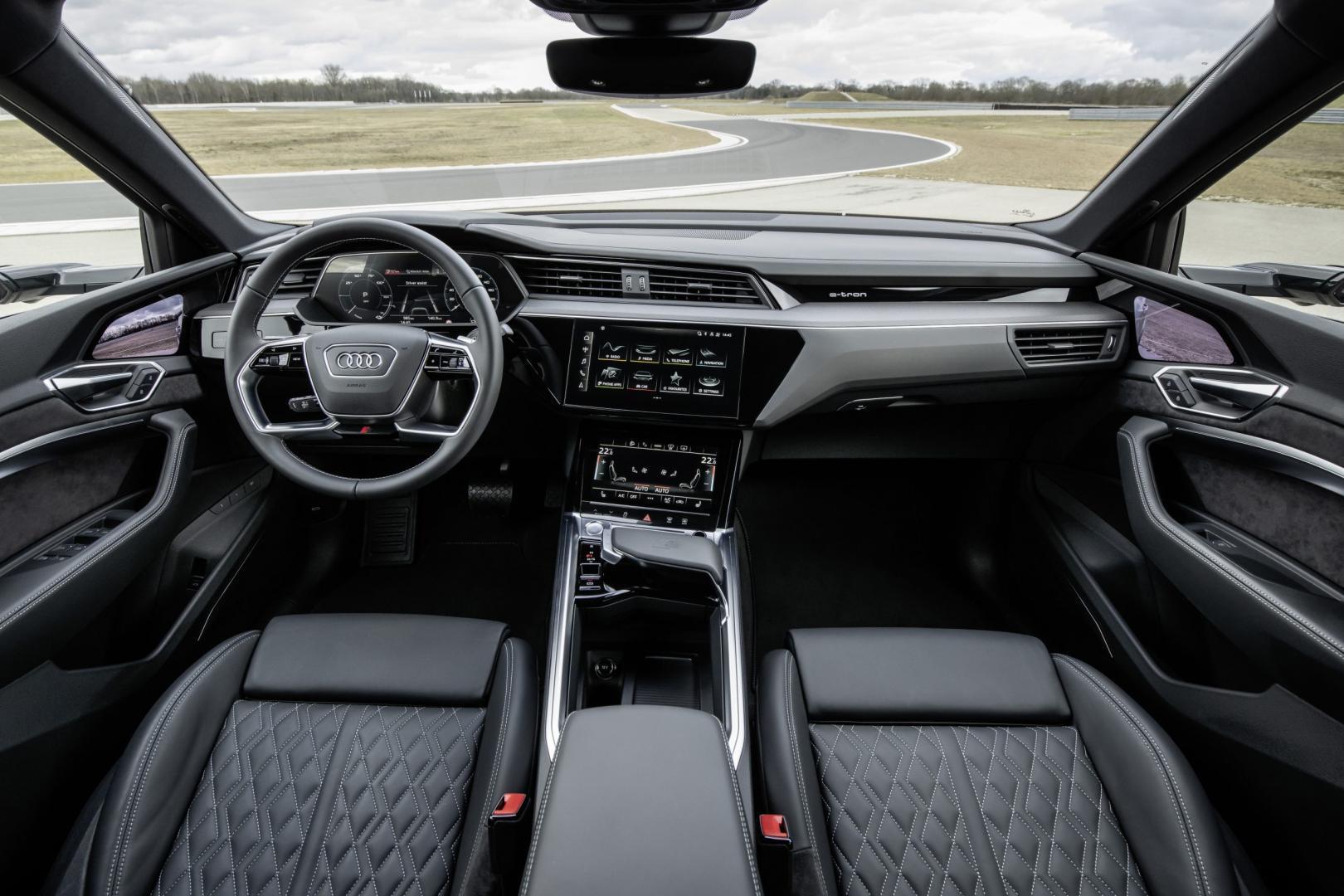 Audi e-tron S interieur