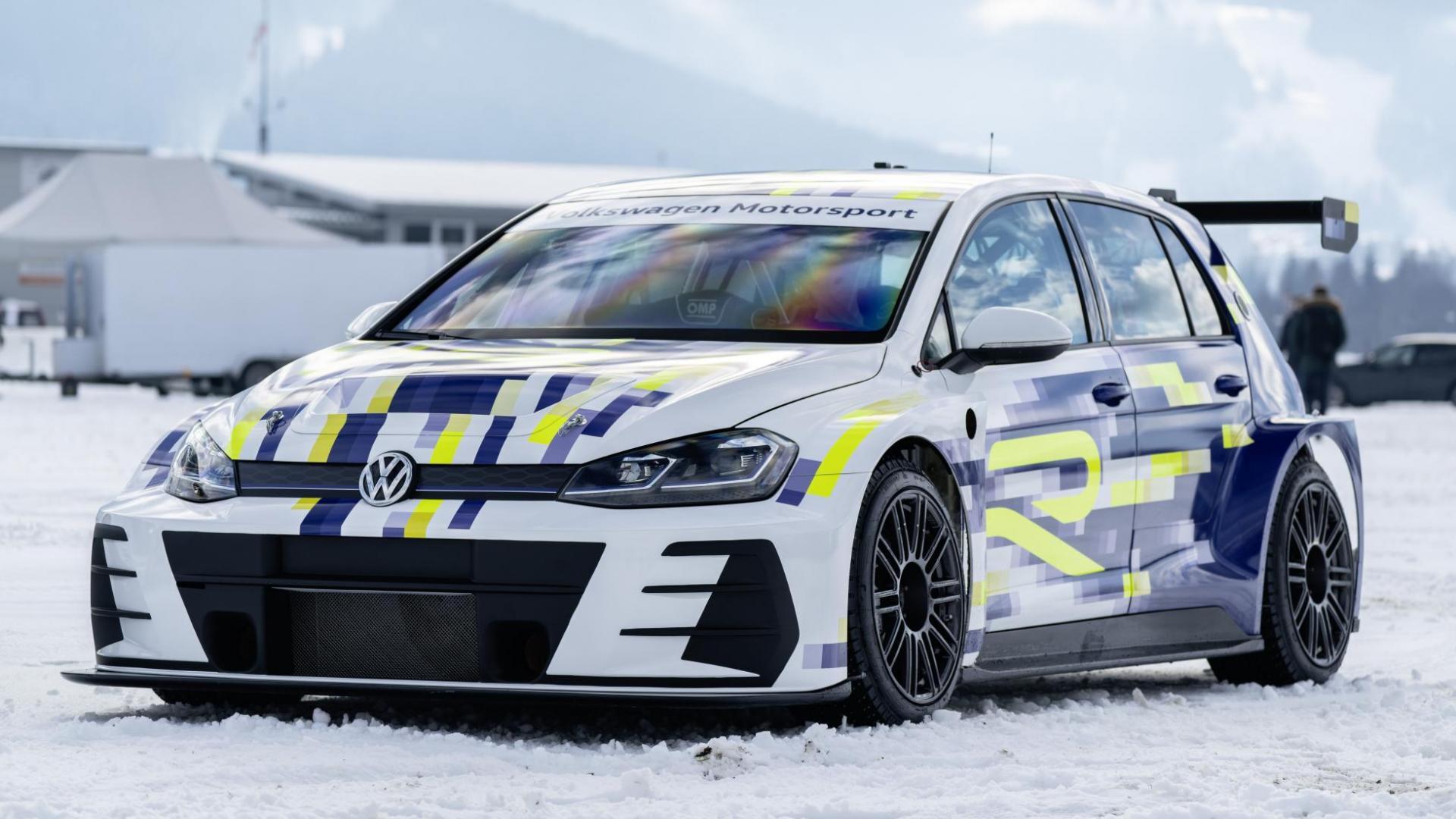 VW Golf met ID R-motoren eR1 ijs sneeuw ijsrijden